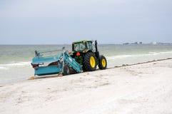 Líquido de limpeza da praia no Golfo do México em St Pete Beach, Florida imagens de stock