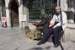 Líquido de limpeza de sapatas da rua em Istambul Fotos de Stock Royalty Free