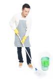 Líquido de limpeza masculino foto de stock