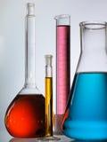 Líquido en cristalería de laboratorio Foto de archivo