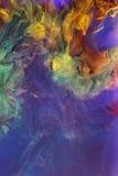 Líquidos coloridos subacuáticos Composición abstracta colorida fotos de archivo