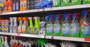 Líquidos da limpeza em uma loja ou em uma loja Foto de Stock