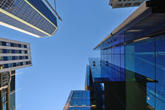 Líquidos de limpeza de janela do arranha-céus Imagens de Stock Royalty Free