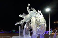 Lód iluminujący rzeźba kosmonauta Zdjęcia Stock
