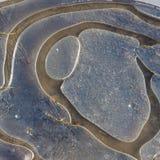 Lód Marznąca kałuża na żwir wiejskiej drodze obrazy stock
