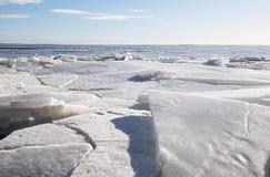 Lód na zatoce Finlandia w Marzec Zdjęcia Royalty Free