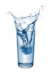 Lód Opuszcza W szkło woda Zdjęcia Royalty Free