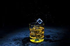 Lód z ciekłym chełbotaniem Zdjęcie Stock