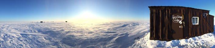 Lód zakrywający jezioro w górę północy Zdjęcie Stock