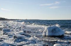 Lód zakrywający Północny wybrzeże Obrazy Royalty Free