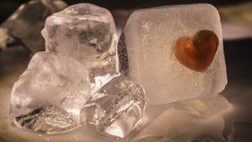 Lód - zimny Czerwony serce Topiący Zdjęcie Royalty Free
