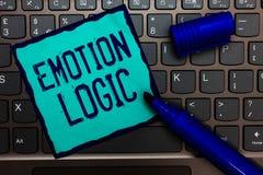 Lógica da emoção do texto da escrita da palavra Conceito do negócio para o coração ou o papel de turquesa do equilíbrio de Brain  imagem de stock