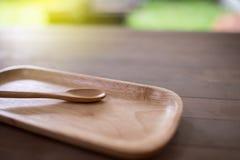 Löffel und Teller vom Holz Stockbilder