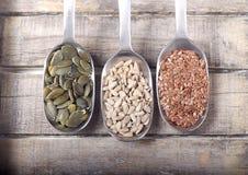 Löffel voll der Samen stockbilder