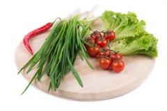 Lökar och körsbärsröda tomater Royaltyfri Fotografi