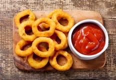Lökcirklar med ketchup Royaltyfria Foton
