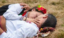 lökformig Deltagare av festivalen Rozhen på semester Royaltyfri Bild