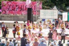 lökformig Rose Queen Parade på festivalen i Karlovo arkivfoto