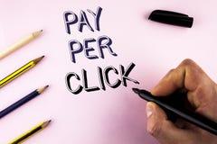 Lön för ordhandstiltext per klick Affärsidé för Get pengar från besökareannonser som annonserar SEO Marketing som är skriftlig vi royaltyfri bild