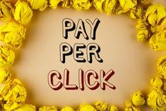 Lön för textteckenvisning per klick Det begreppsmässiga fotoet får pengar från besökareannonser som annonserar SEO Marketing skri Arkivfoton