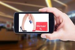 Lön med kreditkorten för rabattbegrepp Royaltyfri Foto