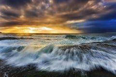 Löneförhöjning för moln för havsBungan solljus Arkivfoton