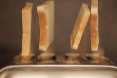 Löneförhöjning och sken! Rostade bröden är upp arkivbilder