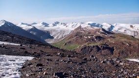 Löneförhöjningen till passerandet i bergen Royaltyfria Foton