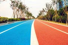 Löpare- och cyklistspår Arkivfoto