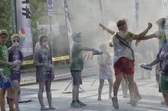 Löpare och personal av färgkörningen av Rimini Arkivfoto