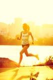 löpare som kör kvinnan arkivbilder