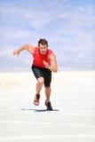 Löpare - sprinta för manspring som är utomhus- royaltyfri fotografi