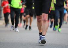 Löpare under fotloppet i staden royaltyfria foton