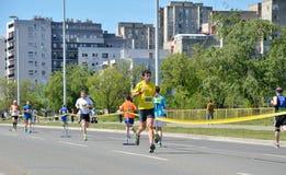 Löpare under maratonloppet Arkivbilder
