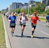 Löpare under maratonloppet Royaltyfria Bilder