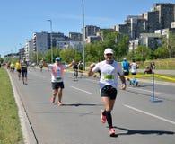 Löpare under maratonloppet Royaltyfri Fotografi
