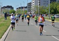 Löpare under maratonloppet Fotografering för Bildbyråer