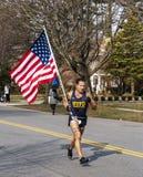 Löpareracig 5K med amerikanska flaggan arkivbilder