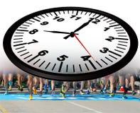 Löparestartlinje 8 `-klocka för nolla åtta i morgonen - tolkning 3d Royaltyfri Foto