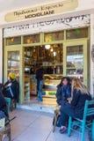 lördag December 3rd 2016 - gammal och traditionell kafeteria i den Kapani grannskapen, Thessaloniki, Grekland Fotografering för Bildbyråer