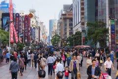 lördag på Nanjing Lu i Shanghai Fotografering för Bildbyråer