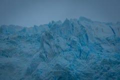 Lös blå is av glaciären royaltyfri bild