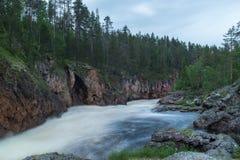 Lös flod som flödar i Lapland, Finland Fotografering för Bildbyråer