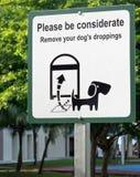 Löschen Sie Dungschild des Hundes Stockbild