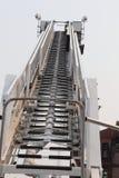 Löschfahrzeugleiteraufstieg zur Spitze für Erfolg oder Anruf 911 Stockbild