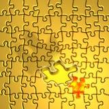 Lösen des goldenen Puzzlespiels Lizenzfreie Stockbilder