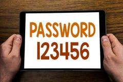 Lösenord 123456 för överskrift för handhandstiltext Affärsidé för säkerhetsinternet som är skriftlig på minnestavlabärbara datorn Fotografering för Bildbyråer