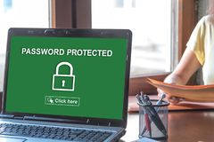 Lösenord skyddat begrepp på en bärbar datorskärm arkivfoton