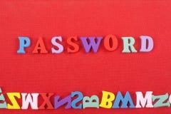 LÖSENORDord på röd bakgrund som komponeras från träbokstäver för färgrikt abc-alfabetkvarter, kopieringsutrymme för annonstext Arkivfoto