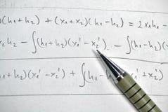 Lösning av matematik royaltyfria bilder